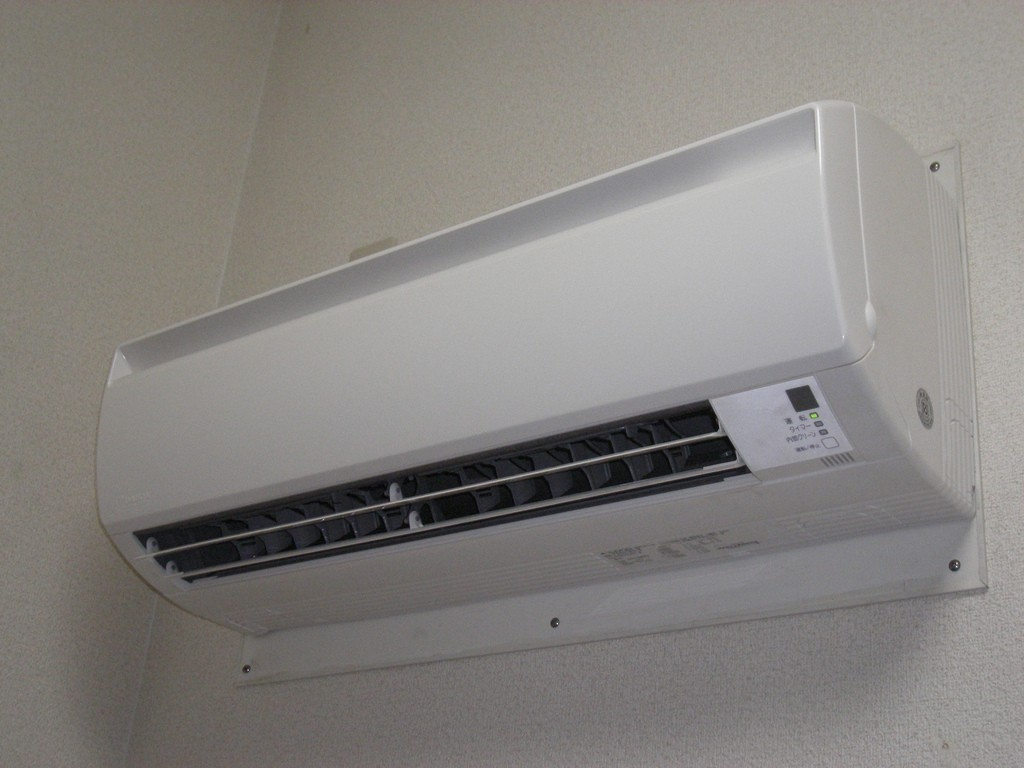 climatiseur split dans la chambre